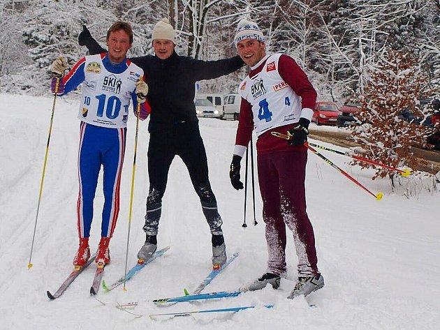 Nejrychlejší muži Silvestrovského běhu (zleva) Jan Doubek, vítězný Sebastian Klausch a stříbrný Sebastian Tzschach.