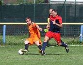 Domácí Sparta Sosnová (tmavší dresy) podlehla Dubnici 0:1.