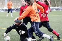 Dnes od 11 hodin nastoupí mimoňští fotbalisté proti Libiši.  Kvůli zranění se v dresu Jiskry neobjeví Špaček (vlevo), Matušek (vpravo) by chybět neměl.