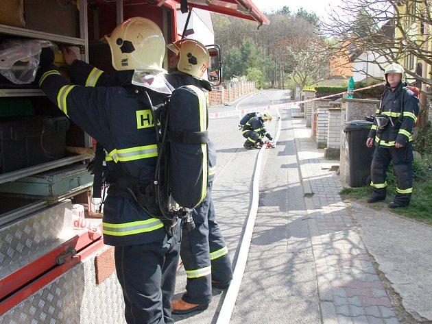 Hasiči při úniku plynu zajistili okolní ulice