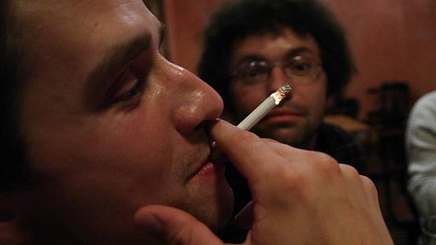 Dým z elektronické cigarety narozdíl od té běžné neobtěžuje okolí, Ilustrační snímek.