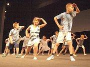 Akademie žáků novoborské základní školy náměstí Míru.
