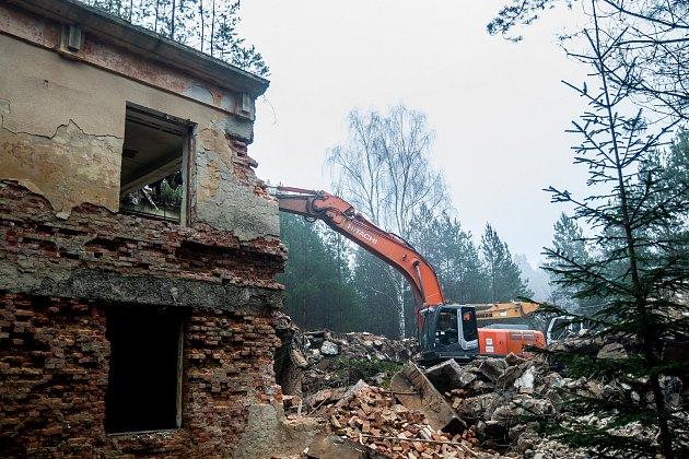 Demolice v bývalém vojenském prostoru Ralsko na Českolipsku.
