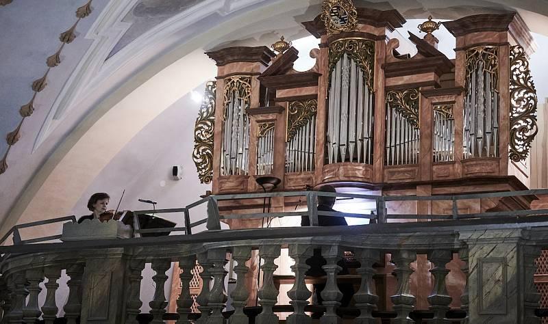 Růžencové sonáty v kostele Navštívení Panny Marie v Horní Polici.