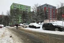 Aktuální pohled na lokalitu v Dlouhé ulici na sídlišti Špičák v České Lípě, která je jednou z vytipovaných pro budoucí stavbu parkovacího domu.