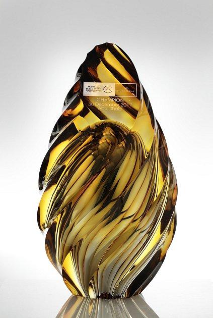 Letošní trofej inspirovanou tvarem písečných dun navrhla designérka Kateřina Handlová.