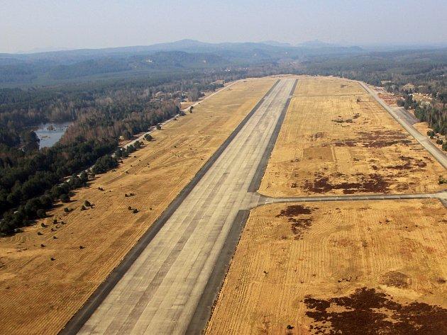 Letiště Hradčany v bývalém vojenském prostoru Ralsko.
