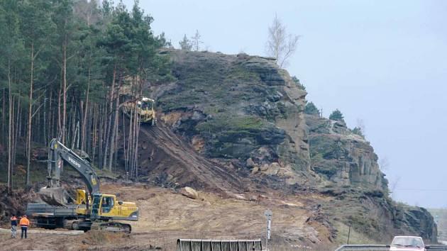Stavba křižovatky v Sosnové se zastaví.