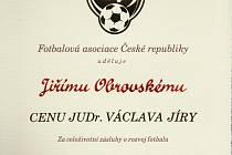 Významné ocenění Cenu JUDr. Václava Jíry převzal dlouholetý funkcionář novoborského fotbalu Jiří Obrovský.