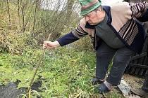 Podle Josefa Šimona je na vině zcela zanesený bývalý náhon na mlýn. Koryto, vdálené od jeho domu dva metry, je ze dvou třetin zanesené bahnem a listím. Marně se domáhá jeho vyčištění.