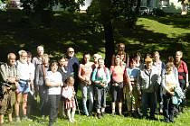Účastníci pochodu a jejich přátelé si v pátek v Novém Boru připomněli osud pěti lidických žen, prchajících za svobodou.