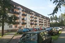 Kancelář sociální pracovnice najdou zájemci v jednom z bytových domů na sídlišti Ploužnice.
