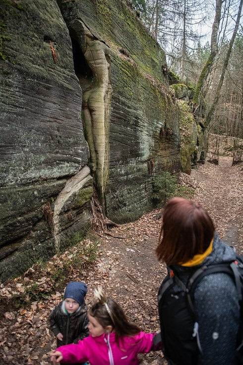Stezka Sochy ve skalách.