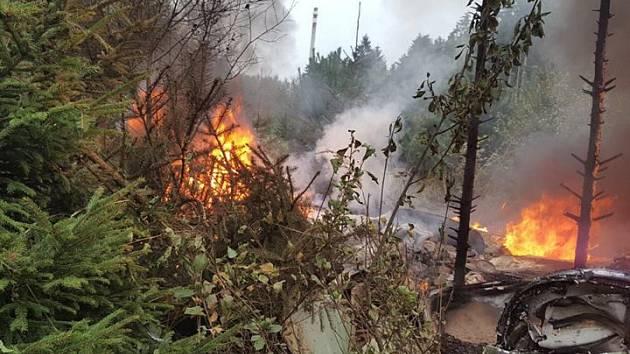 Letadlo se zřítilo v lesích asi kilometr od Stráže pod Ralskem u vrchu Lipka. Po pádu začalo hořet.