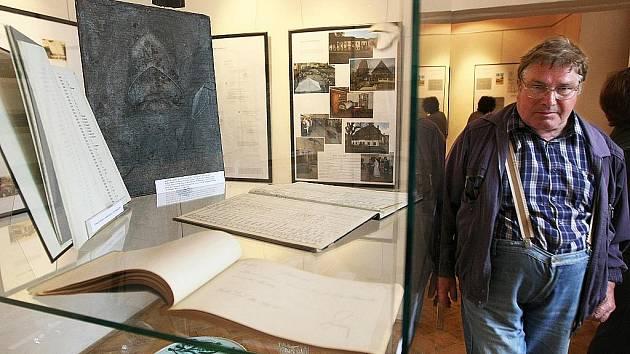 Svoji minulost i přítomnost se pokusilo shrnout Vlastivědné muzeum a galerie v České Lípě prostřednictvím právě zahájené netradiční výstavy Muzeum na rozcestí dějin.