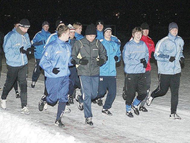 Úvodní trénink v novém roce třetiligového A–týmu FC Arsenal Česká Lípa proběhl mezi hráči i funkcionáři  v dobré náladě.