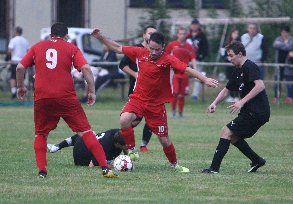 Dubice (červené dresy) - Kravaře 5:0.