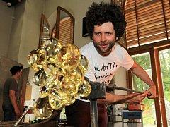 Na sympoziu v Novém Boru bude tvořit i český designér světového formátu Maxim Velčovský.