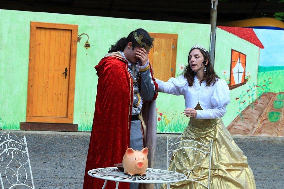 Akce pro děti v prostorách zámku v Horní Libchavě na Českolipsku.