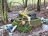 V lesíku za českolipským gymnáziem měli kriminalisté v neděli najít tělo ženy. Na místě jsou nyní svíčky a květiny.