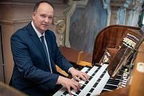 Místo sborového koncertu festival Lípa Musica zařazuje varhanní recitál vynikajícího českého varhaníka Vladimíra Roubala.