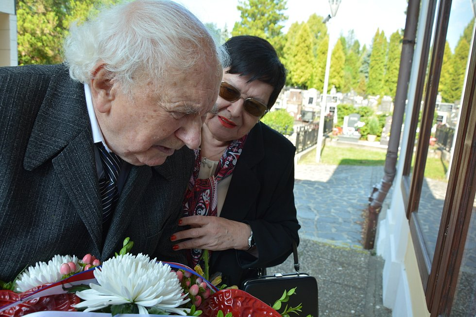 Pohřeb známého historika, čestného občana České Lípy Ladislava Smejkala. Přišly desítky lidí.