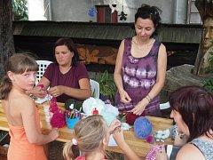 Pracovníci Vlastivědného muzea a galerie v České Lípě každoročně připravují v Doksech tematické odpoledne zaměřené na zpracování a různé podoby nějakého tradičního materiálu.