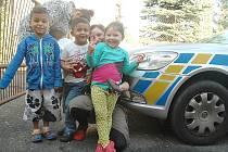 Poučené jsou děti, které navštěvují komunitní centrum v Novém Boru, které provozuje Občanské sdružení Rodina v centru. Preventivní rady dostali od těch nejpovolanějších.
