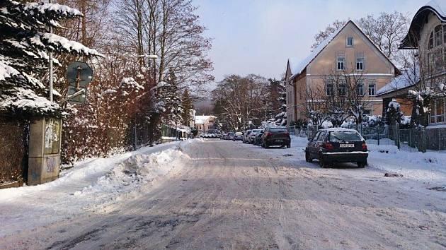 Už na 940 tun sněhu zmizelo z novoborských ulic za posledních pět dní.