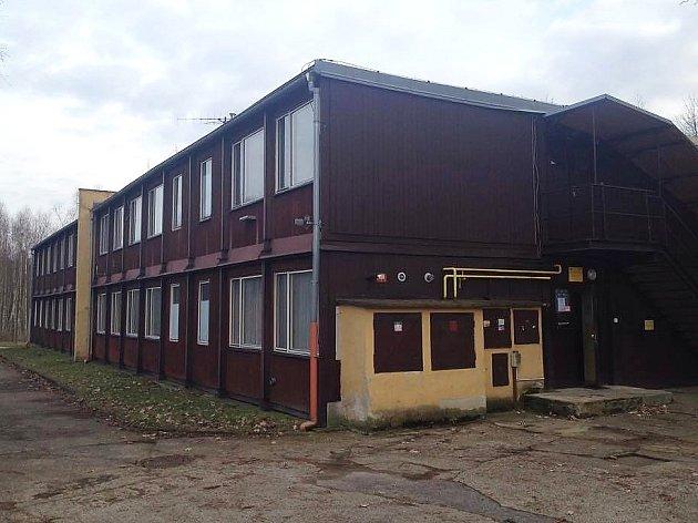 Ubytovnu v těsné blízkosti novoborského cyklistického oválu z roku 1974 čeká demolice.