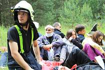 Hasiči a záchranáři během víkendu nacvičovali evakuaci, hledání pohřešovaných osob v terénu a sutinách nebo záchranu tonoucího z vody.