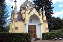 Schmeykalova hrobka na hřbitově.