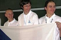 Student Tomáš Novotný z Gymnázia Česká Lípa (uprostřed) jede do Kapského Města na mezinárodní matematickou olympiádu.