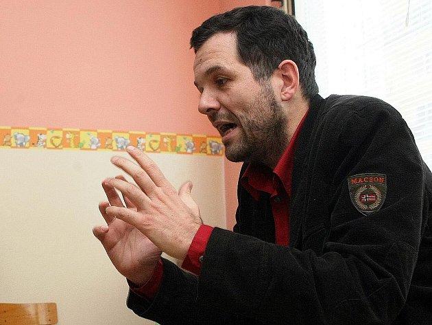 O vlivu astrologie na život dětí a  jejich rodin v Mateřském centru Pumpkin v České Lípě přednášel  maminkám  Antonín Baudyš ml., syn známého astrologa a bývalého ministra.
