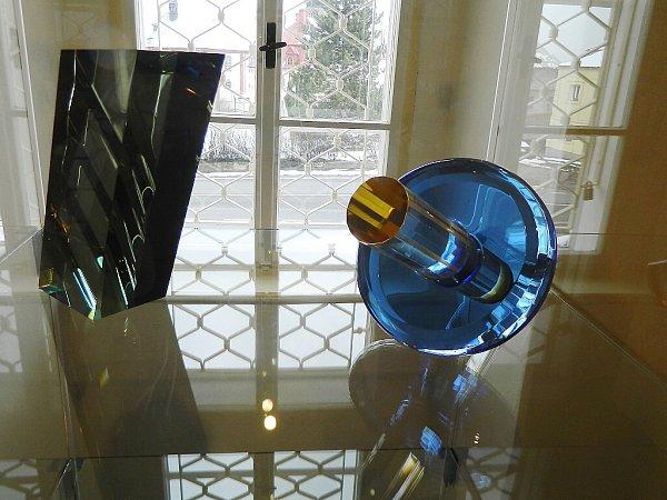 Sklářský výtvarník Vladimir Klein vystavuje všenovském Sklářském muzeu.