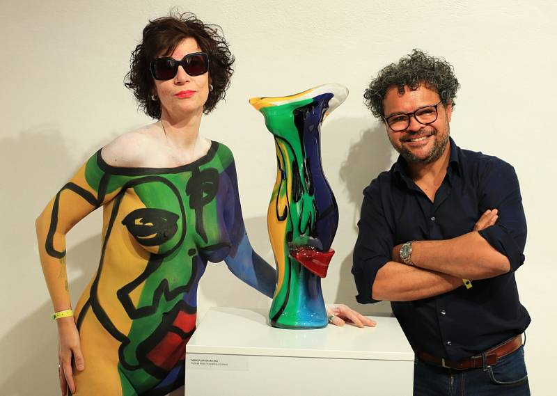 Tečku za XIV. ročníkem IGS 2021 udělala slavnostní vernisáž výstavy výsledků tvorby umělců v průběhu sympozia v novoborském Sklářském muzeu.