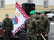 Rota armádních záložníků obdržela navíc repliku zástavy. Ta je o něco méně honosná než originál a je ji možné beze strachu z poškození brát i na cvičení a další akce.