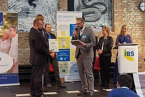 Ocenění za dlouhodobou práci v oblasti Bazální stimulace převzal v prosinci generální ředitel Alzheimercentra Marek Cita.