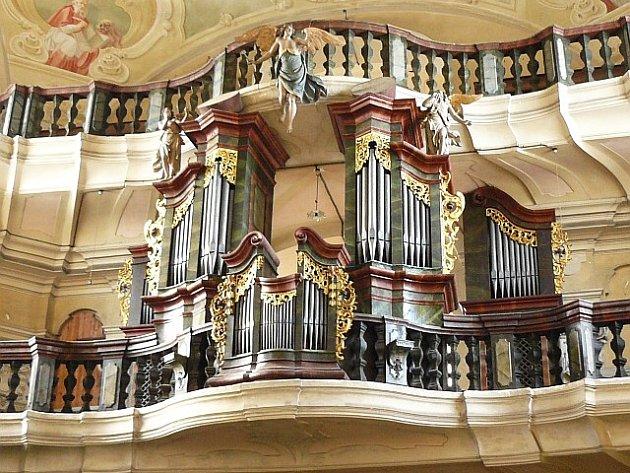 V Jezvé se koná Český varhanní festival. Varhany na kůru kostela sv. Vavřince pocházejí z rodové dílny Tauchmannů a jako letopočet jejich stavby je uváděn rok 1796.