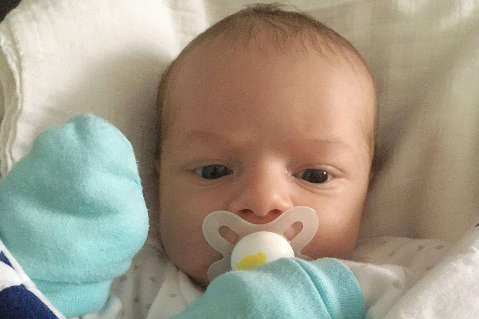 Rodičům Veronice a Davidovi Melicharovým z Hejnic se v pátek 23. dubna v 16:38 hodin narodil syn Jonáš Melichar. Měřil 51 cm a vážil 3,72 kg.