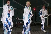 ABBA Stars nebo Michal David revival nadchli návštěvníky Benátské noci ve Sloupu. Bavily se ale i děti.