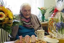 V kruhu rodiny si oslavu stých narozenin užila Vlasta Vogelová z České Lípy.