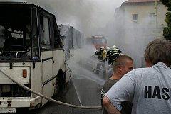 Sbor ze Skalice letos na tradiční Hasičské pouti oslavil 140. výročí svého založení. Akční hasiči neváhali  v obci zapálit autobus.