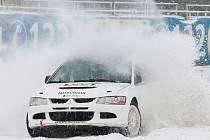 Pravé zimní podmínky teď kralují na trati Autodromu v Sosnové u České Lípy, kde se v sobotu odehraje již čtvrtý závod seriálu pro amatérské závodníky.