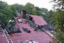 Požár roubeného stavení ve Valkeřicích.