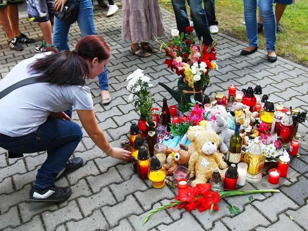 Smuteční průvod za zavražděnehé Jana Lišku se uskutečnil 30. července v Doksech.