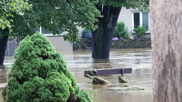SRPEN. Velká voda zabíjela. Povodně si na Českolipsku vyžádaly dvě oběti.