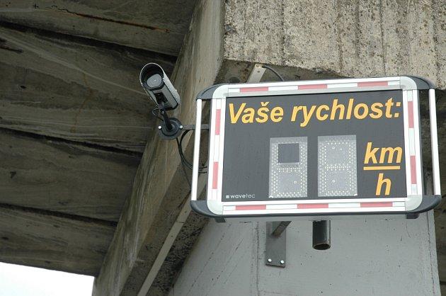Podobné ukazatele rychlosti, jaké jsou například na českolipském Špičáku, by se měly objevit i v Novém Boru.