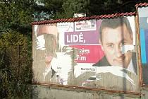 O odstranění falešných billboardů u OC Paráda v Č. Lípě se postarala jednotka dobrovolných hasičů.