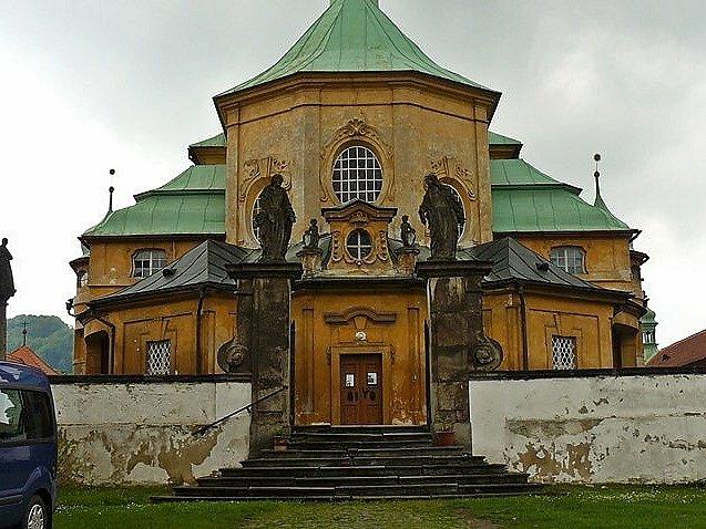 Horní Police: kostel Navštívenní Panny Marie.